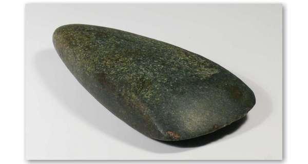 neolithique-hache-polie-pierre-z500061