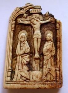 Christ en croix entre la vierge et St Jean
